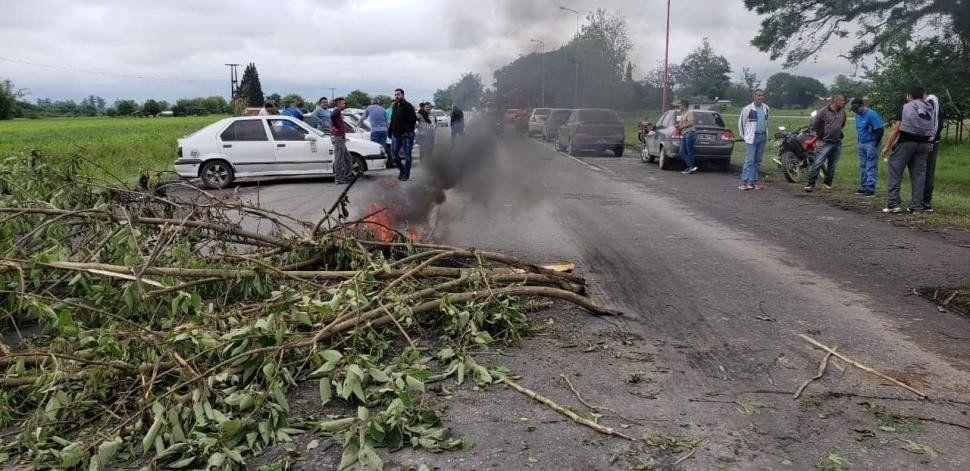 Trabajadores despedidos de Alpargatas cortaron la ruta 38