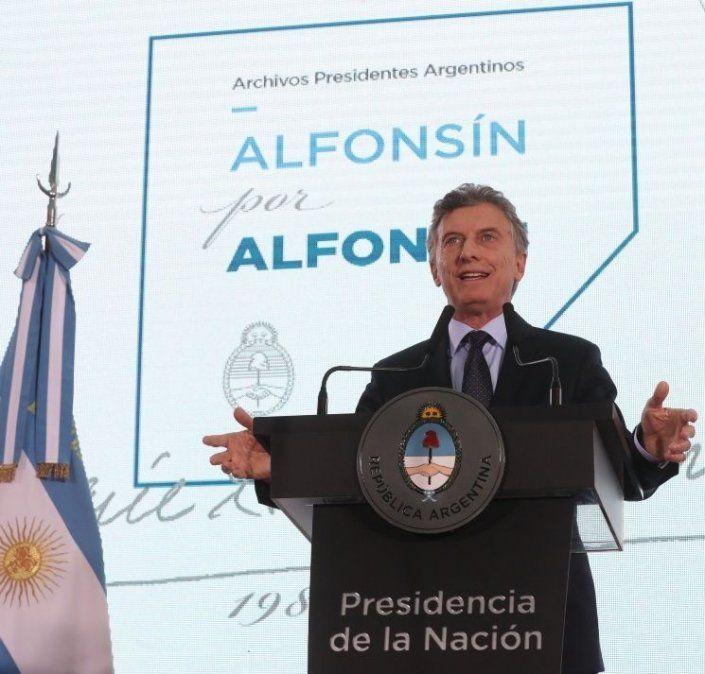 Macri participó en un acto del radicalismo en homenaje al ex presidente Alfonsín