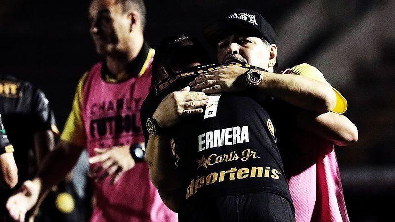 Intratable: Maradona consigue su quinto triunfo y sueña con el ascenso