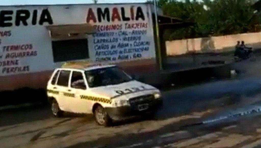 Peligro al volante: Una maniobra de un conductor casi termina en un accidente
