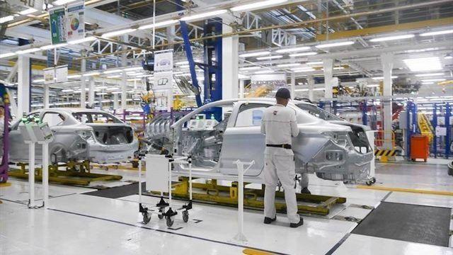 La producción de automotores cayó un 11,8% en octubre