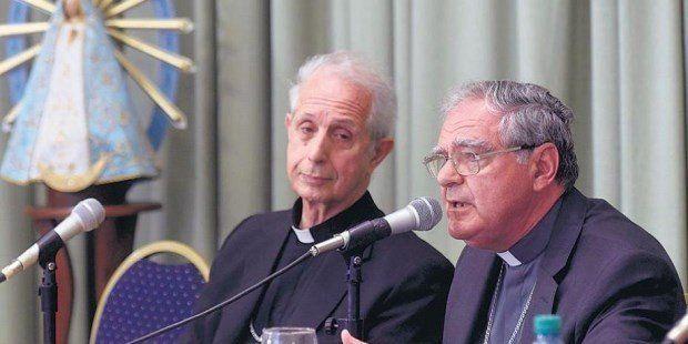 La Iglesia habló de la crisis económica y advirtió sobre ataques al Papa