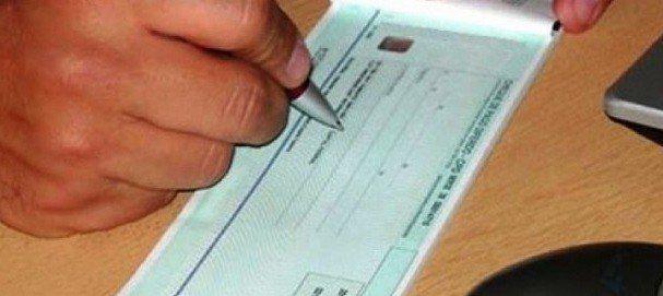 Investigan a tres hermanos acusados de operar con cheques apócrifos