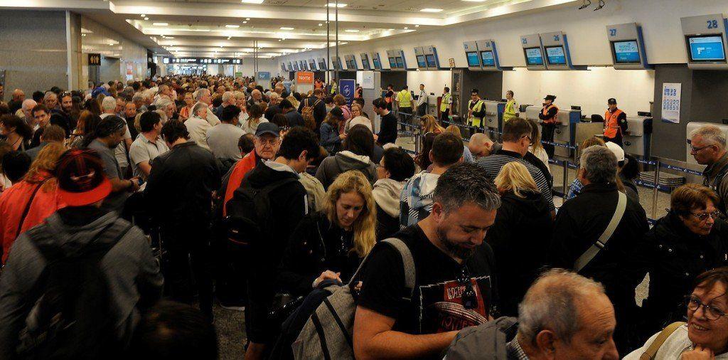 Aerolíneas: tras 10 horas sin vuelos, los sindicatos levantaron la medida de fuerza