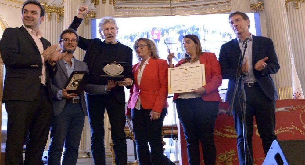 Acusan a Roger Waters de antisemita y repudian homenajes en Argentina