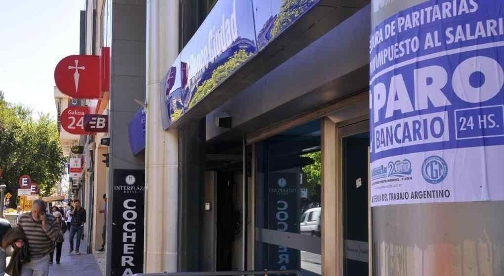 Bancarios advierten que si las cámaras no firman la paritaria, habrá paro el miércoles