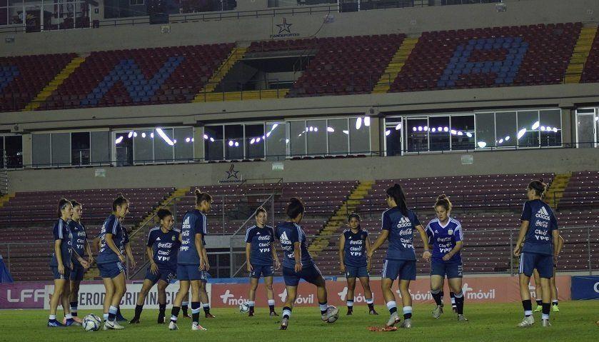 La Selección buscará sellar esta noche el regreso al Mundial femenino
