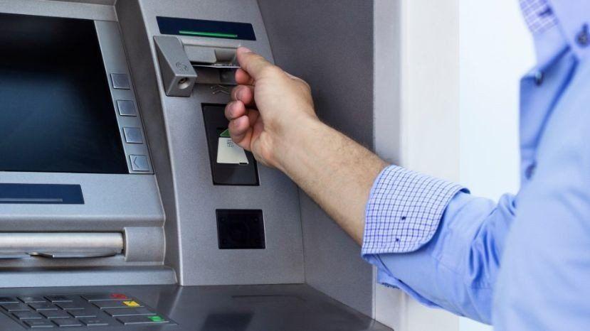 Detuvieron a un hombre acusado de clonar tarjetas de débito