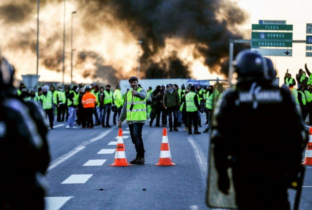 Crece la protesta en Francia contra el aumento de los combustibles: hay más de 400 heridos