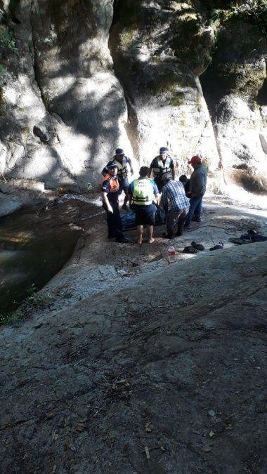 Encontraron el cuerpo del joven que cayó en las cascadas de Los Pizarros