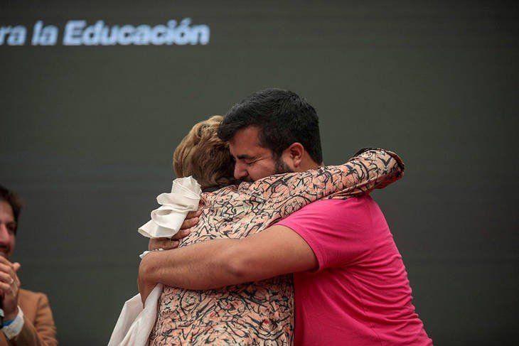 El emotivo encuentro entre Dilma Rousseff y un joven universitario