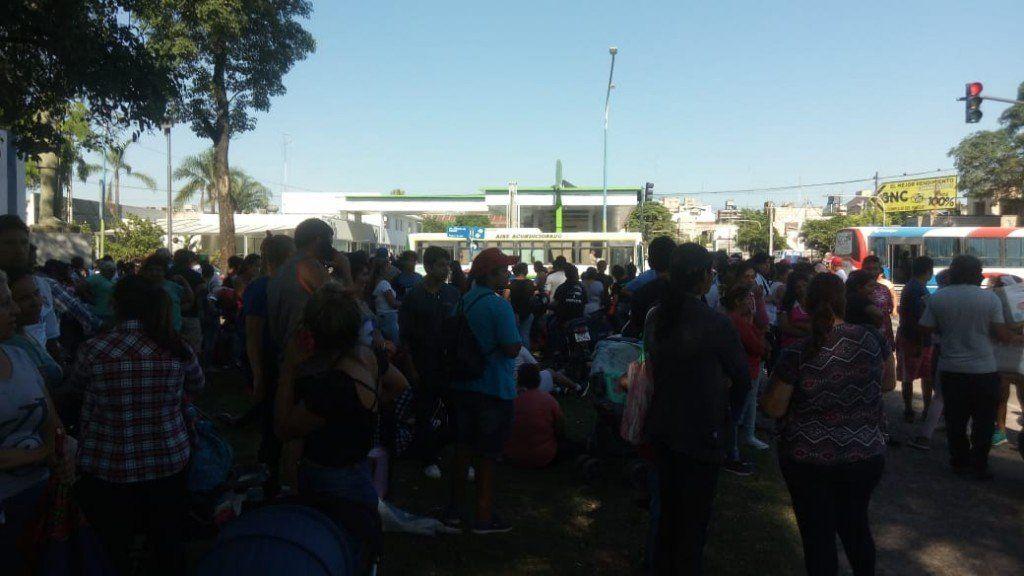 Organizaciones sociales y políticas marchan a plaza Independencia