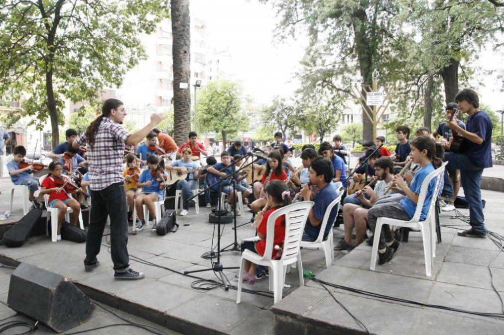La Orquesta Chivo Valladares festeja 10 años de vida con un gran show