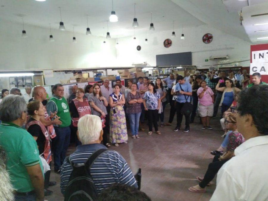 Trabajadores de PAMI realizan una asamblea para frenar los despidos