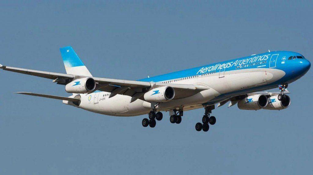 Aerolíneas anunció la cancelación de todos sus vuelos para el lunes