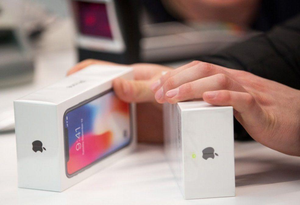 Apple vuelve a fabricar un teléfono que había dejado en el olvido