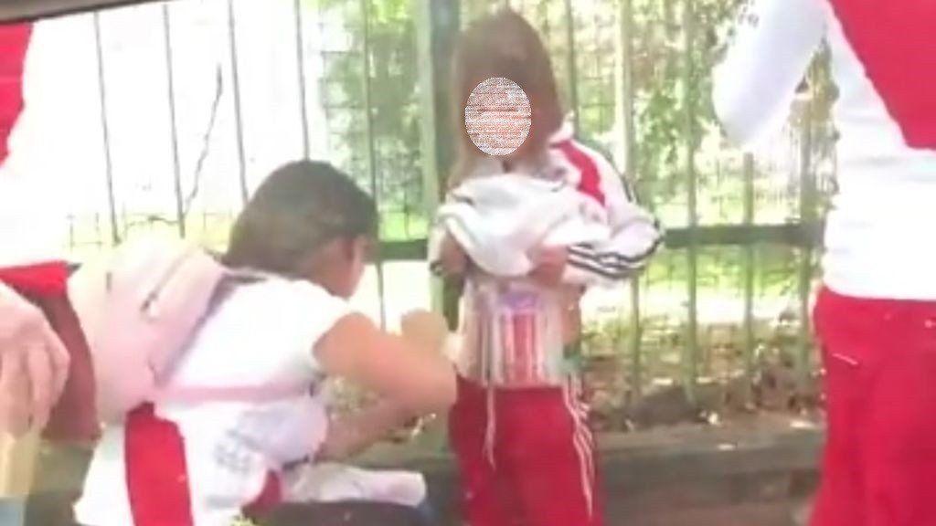 Identificaron y detuvieron a la mujer que expuso a su hija con bengalas