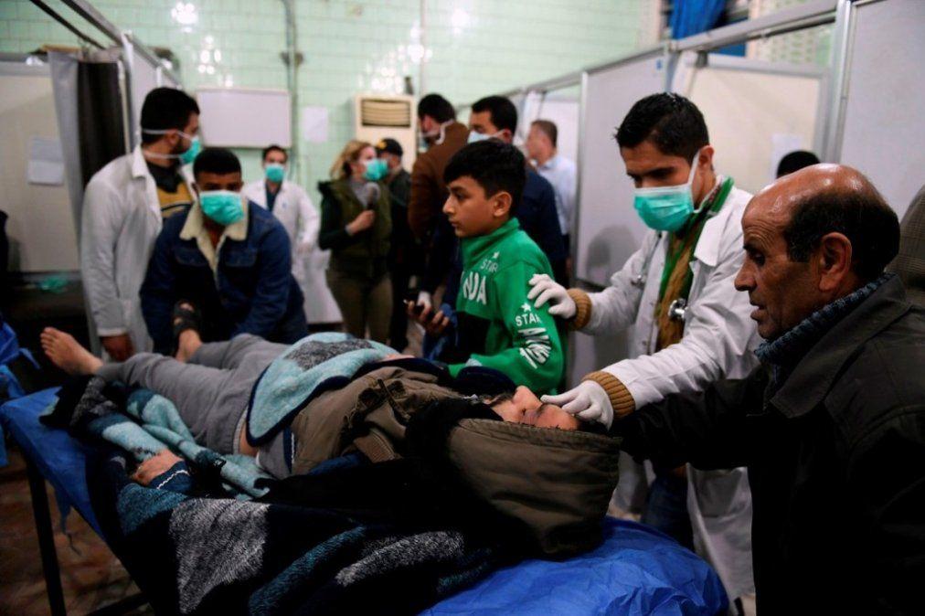 Rusia bombardeó en Siria tras un ataque químico rebelde con un centenar de heridos
