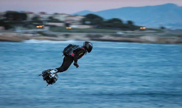 La nueva patineta voladora que será usada por militares en Francia