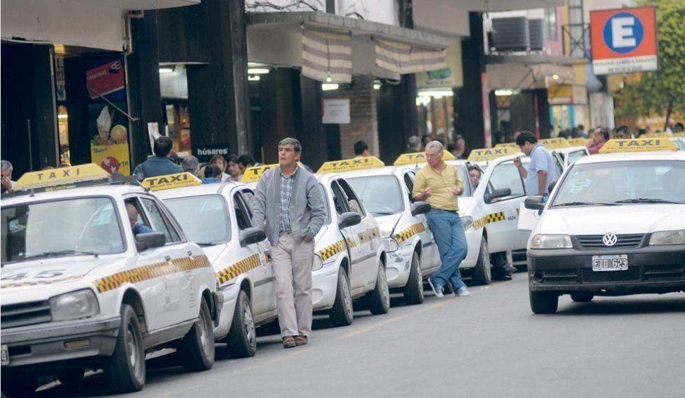 Peones de taxis, en contra de la suba de la tarifa