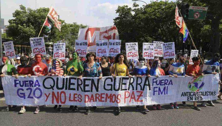 Marcharon contra el G20 en medio de un fuerte operativo de seguridad