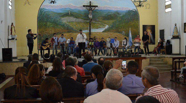 Internos de Villa Urquiza brindaron el primer concierto extramuros del país