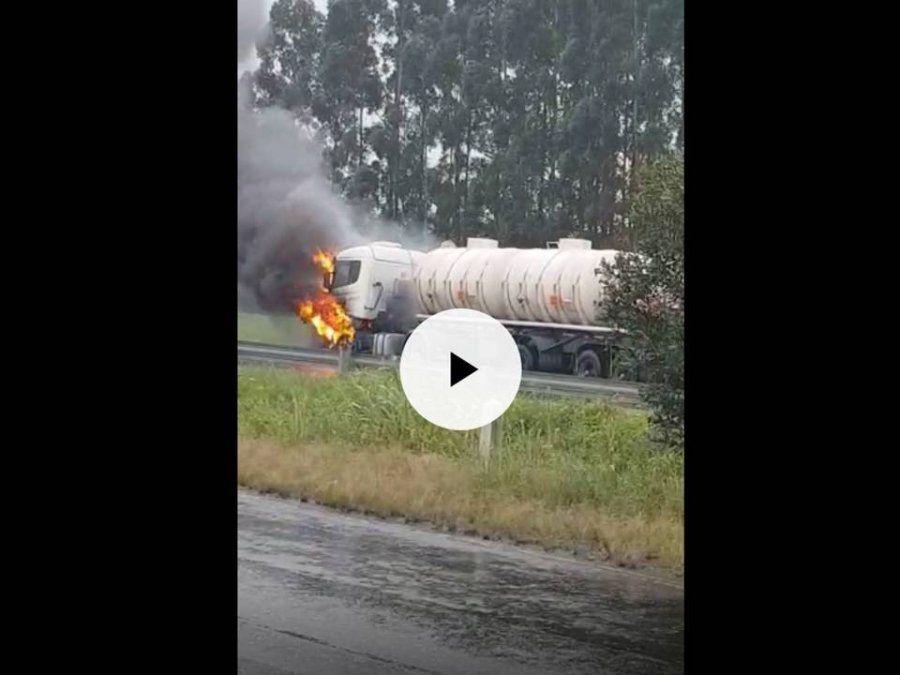 Se incendió un camión cisterna con combustible en la RN 9