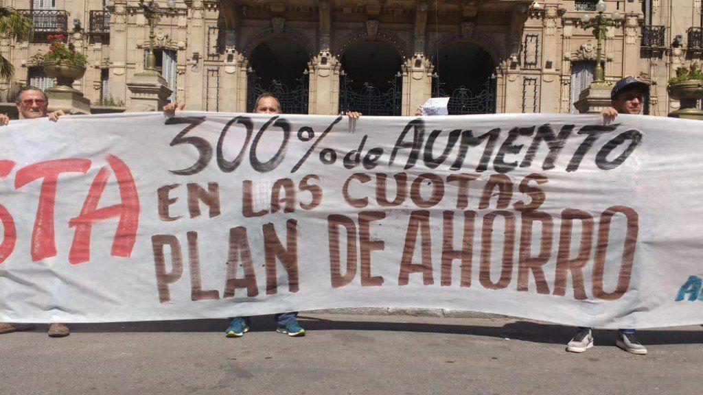 Protesta de ahorristas de planes de compra de autos