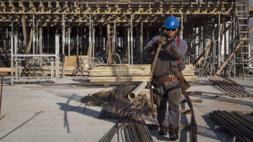 La industria y la construcción se derrumbaron más del 6% en octubre, según el INDEC