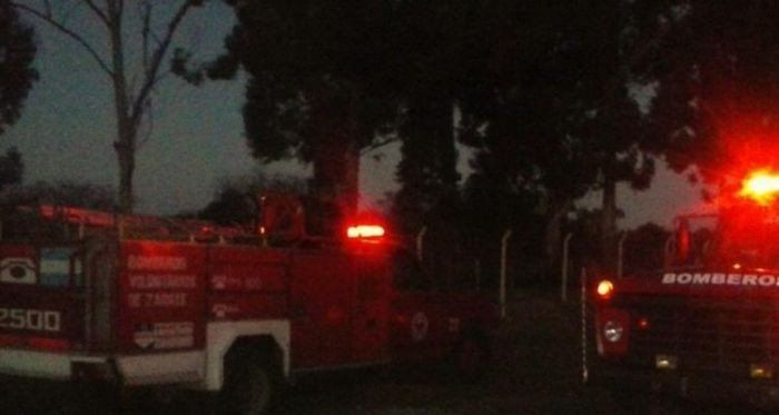 Un hombre fue rescatado por sus vecinos del incendio que le hizo perder todo