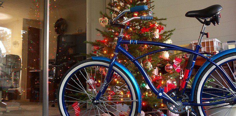 Por octavo año, un grupo de jóvenes tucumanos juntan bicicletas usadas para arreglarlas y regalarlas en Navidad