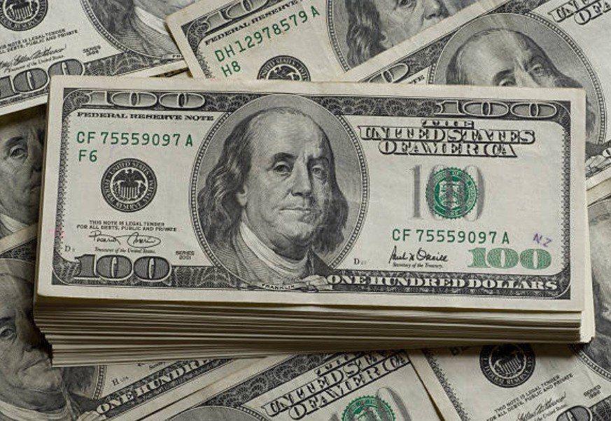 El dólar marcó una suba de 42 centavos al iniciar la semana