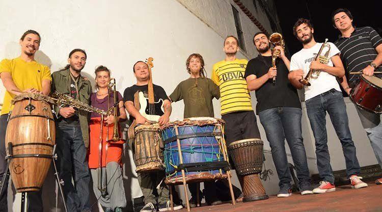 Realizan un concierto de improvisación musical dirigida por lenguaje de señas