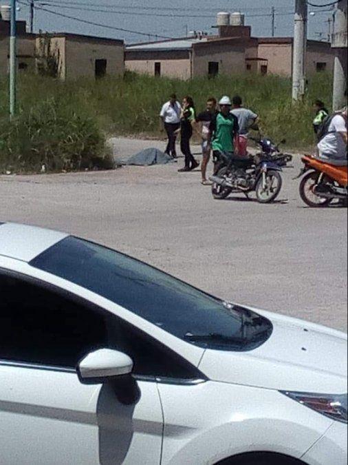 Un motociclista murió aplastado por un camión en Barrio Néstor Kirchner