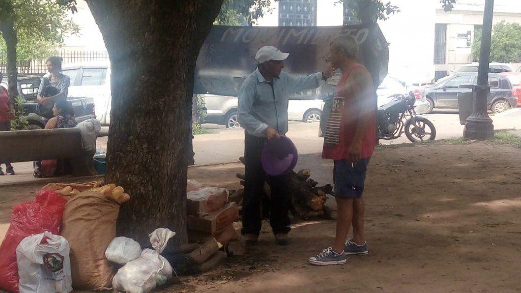 Trabajadores del ingenio San Juan acampan en plaza Yrigoyen
