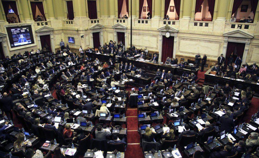 El Gobierno quiere aprobar esta semana la ley antibarras y la reforma del financiamiento político