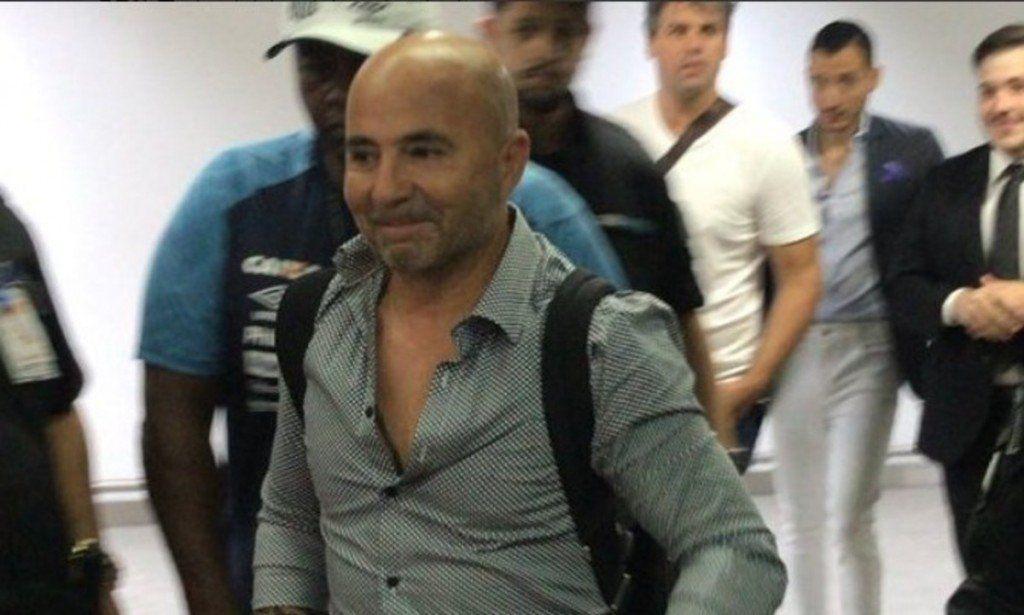 Los hinchas de Santos recibieron como un héroe a Jorge Sampaoli