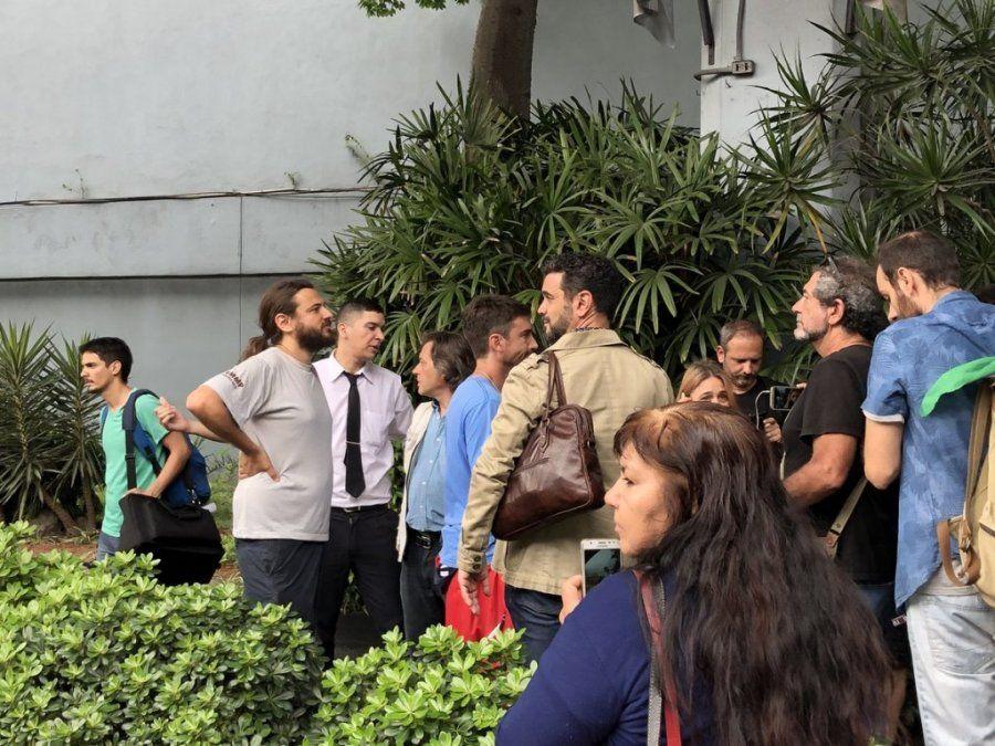 Militantes irrumpieron a la fuerza en edificios del Grupo Clarín