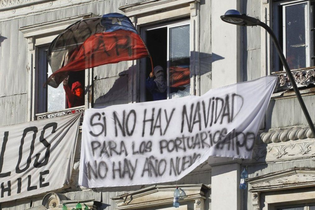 Trabajadores portuarios chilenos paralizan actividad marítima en protesta