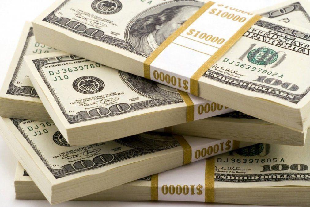En sintonía a nivel global, el dólar cayó 32 centavos
