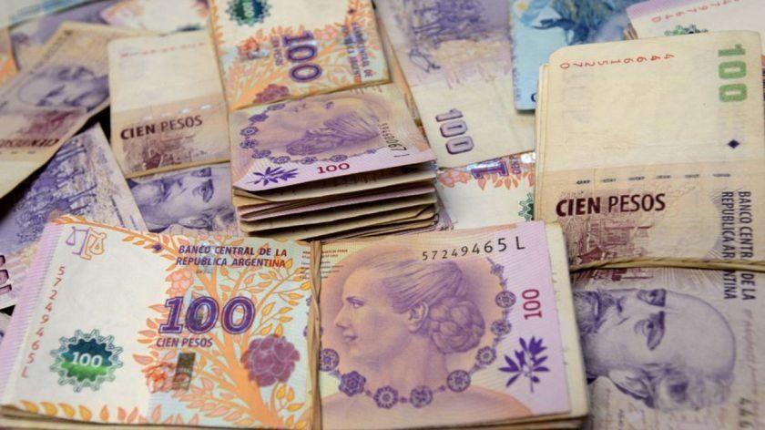 Un joven de 19 años le robó a su padre más de $117 mil