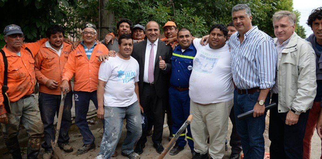 Manzur supervisó el plan de obras de agua potable en barrio Congreso