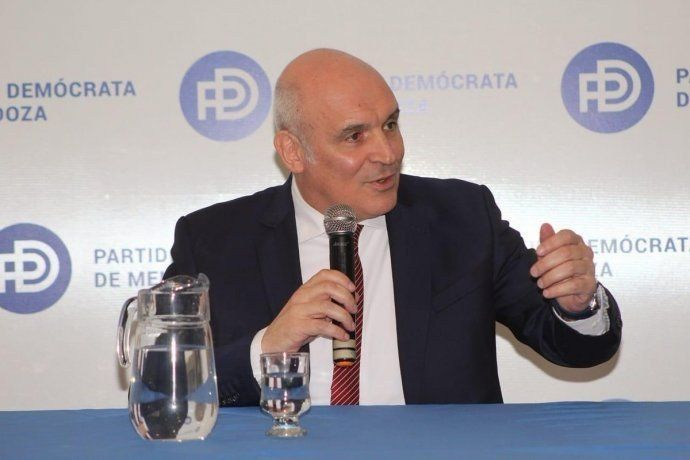Con críticas al kirchnerismo y al oficialismo, Espert lanzó su candidatura presidencial