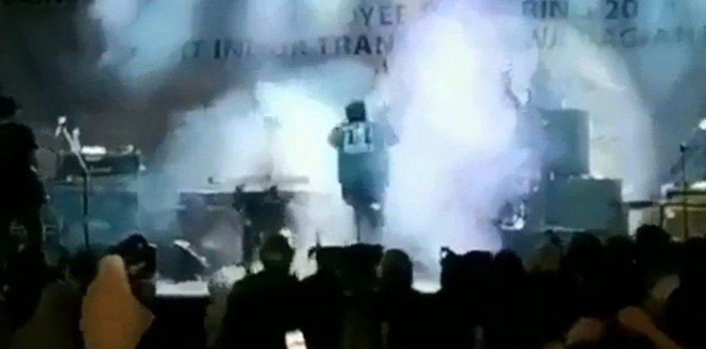 El instante en que el tsunami arrasó un recital en Indonesia