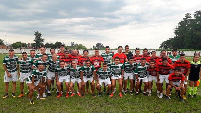 El ´Pulga´ Rodríguez y otras figuras disputaron un partido solidario en Simoca