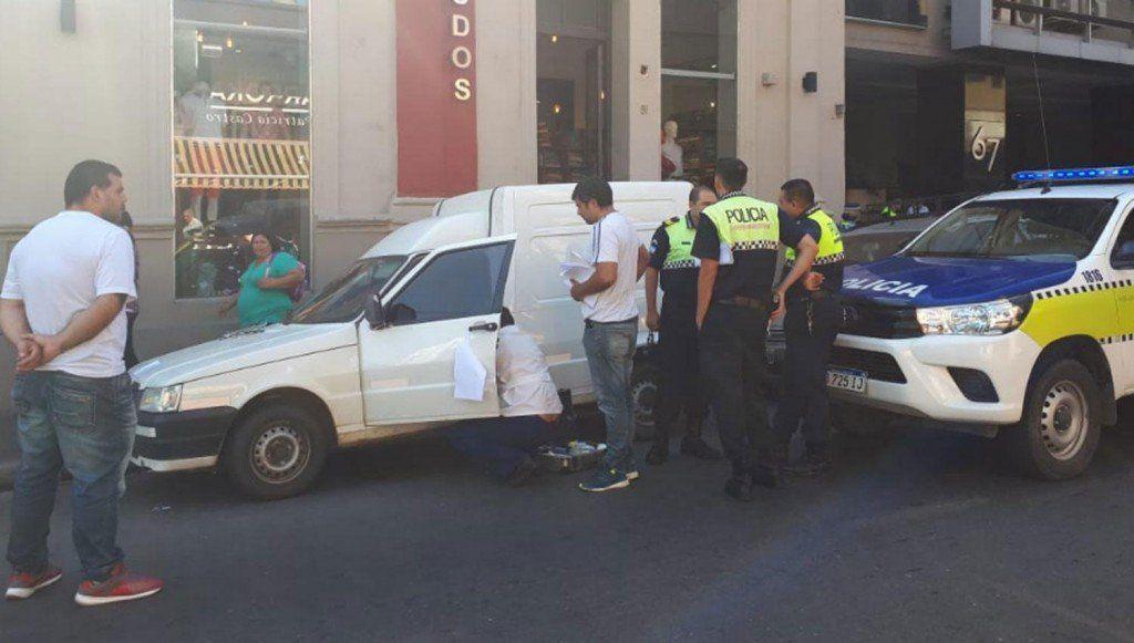 Aguardaron más de un día para examinar un vehículo que habrían usado en un robo