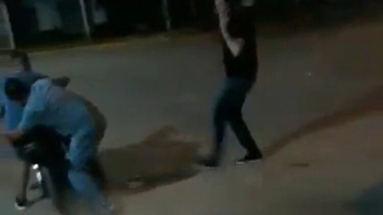 Un intendente bonaerense agredió a un motociclista