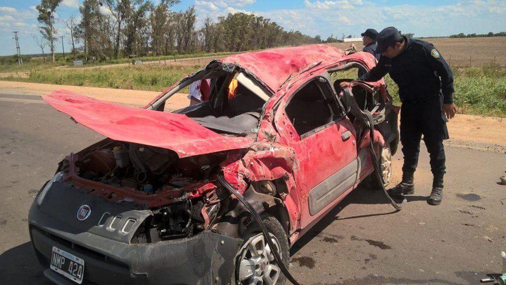 Una tucumana viajaba con su novio de vacaciones, volcó y murió en el acto