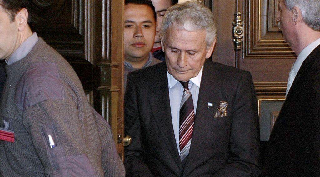 Miguel Etchecolatz continuará con prisión penitenciaria