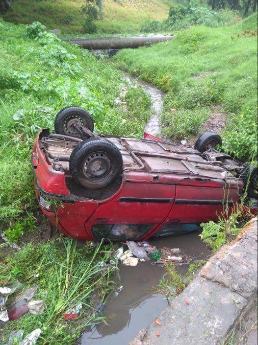 Volcó un auto en Alderetes que dejó dos heridos